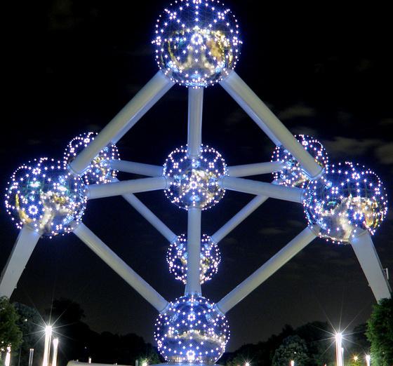 Nellci: atomium.night
