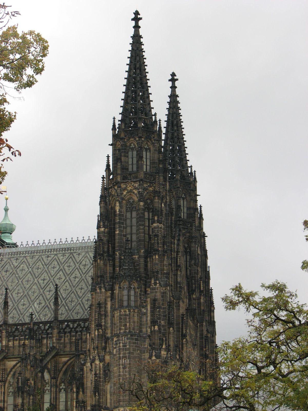 Katedrális oldalról